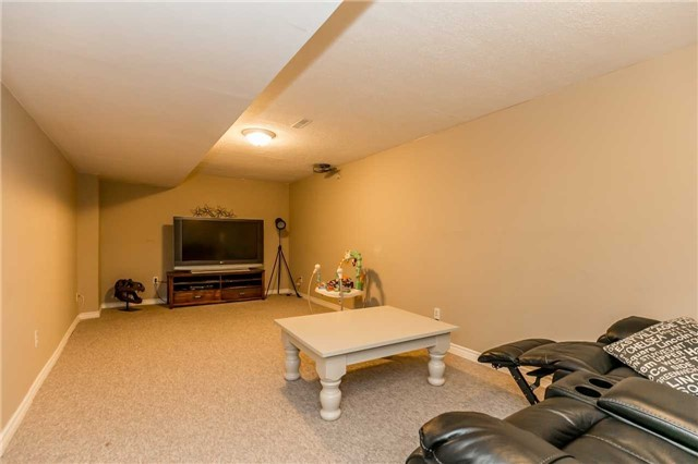 Detached at 332 Hickling Tr, Barrie, Ontario. Image 9