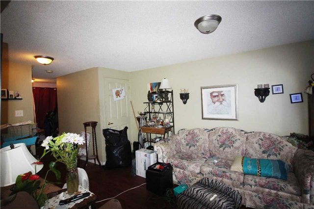 Townhouse at 95 Nathan Cres N, Barrie, Ontario. Image 3