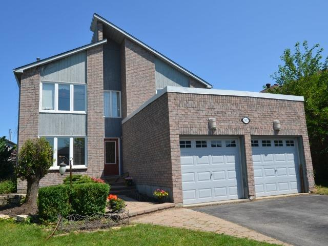 Detached at 502 Grove St E, Barrie, Ontario. Image 1