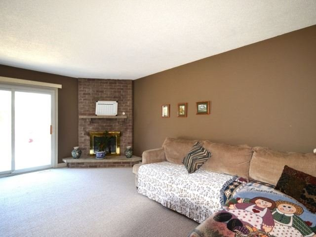 Detached at 502 Grove St E, Barrie, Ontario. Image 3