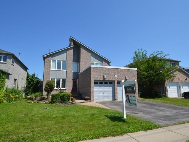 Detached at 502 Grove St E, Barrie, Ontario. Image 13
