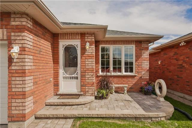 Detached at 35 Butternut Dr, Barrie, Ontario. Image 1