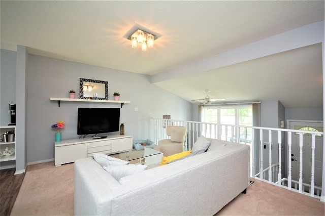Detached at 209 Columbia Rd, Barrie, Ontario. Image 12
