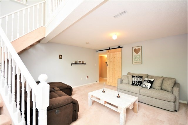 Detached at 209 Columbia Rd, Barrie, Ontario. Image 2