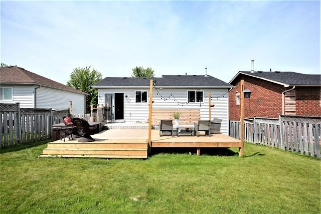 Detached at 209 Columbia Rd, Barrie, Ontario. Image 7