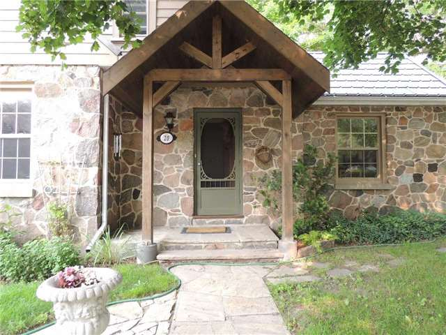 Detached at 20 Poyntz St, Barrie, Ontario. Image 12