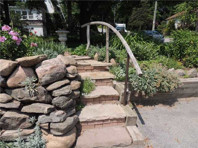 Detached at 20 Poyntz St, Barrie, Ontario. Image 15
