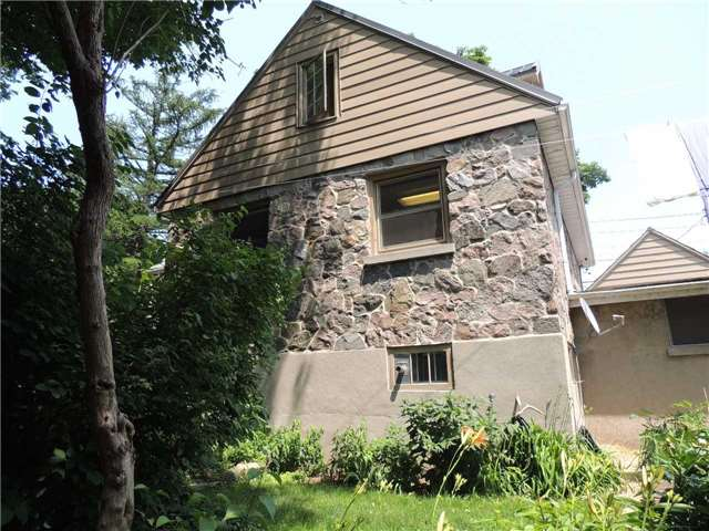 Detached at 20 Poyntz St, Barrie, Ontario. Image 17