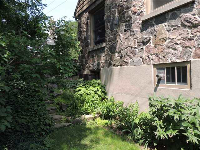 Detached at 20 Poyntz St, Barrie, Ontario. Image 20