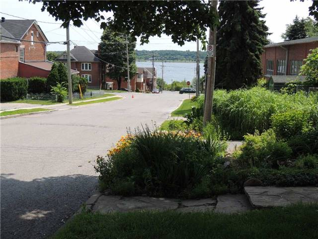 Detached at 20 Poyntz St, Barrie, Ontario. Image 10