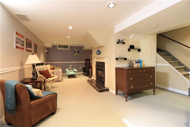 Detached at 21 D'ambrosio Dr, Barrie, Ontario. Image 5