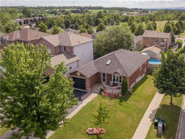 Detached at 212 Columbia Rd N, Barrie, Ontario. Image 1