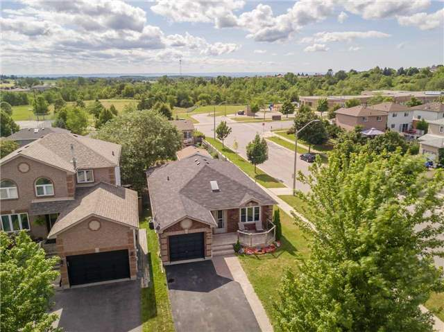 Detached at 212 Columbia Rd N, Barrie, Ontario. Image 12