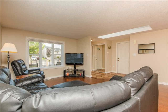 Detached at 212 Columbia Rd N, Barrie, Ontario. Image 20