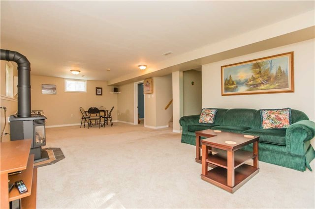 Detached at 212 Columbia Rd N, Barrie, Ontario. Image 3