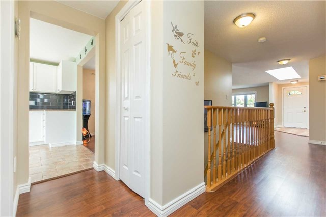 Detached at 212 Columbia Rd N, Barrie, Ontario. Image 11