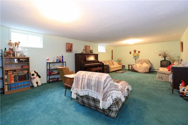 Detached at 3 Hickling Tr, Barrie, Ontario. Image 6