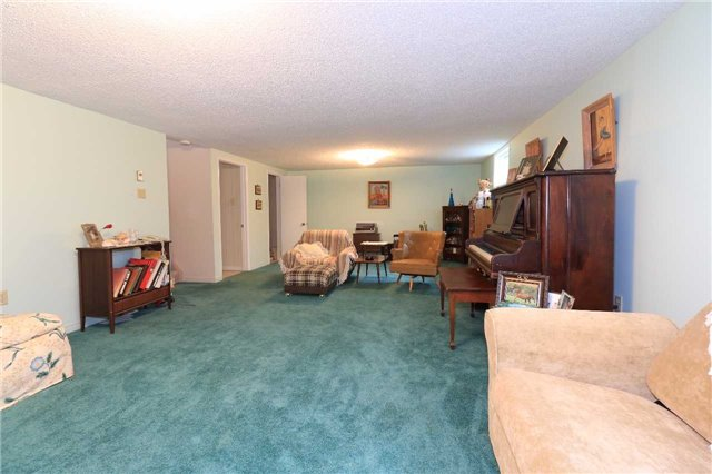 Detached at 3 Hickling Tr, Barrie, Ontario. Image 7