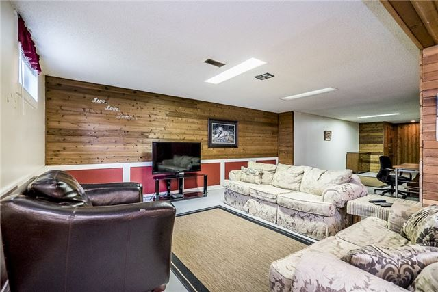 Detached at 219 Warnica Rd, Barrie, Ontario. Image 9