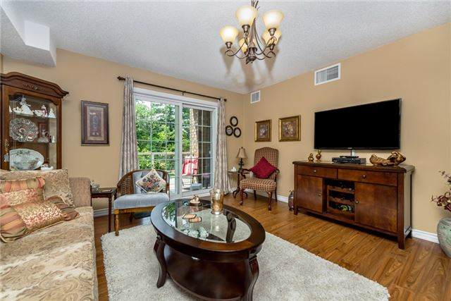 Condo Apartment at 39 Coulter St, Unit 13, Barrie, Ontario. Image 1