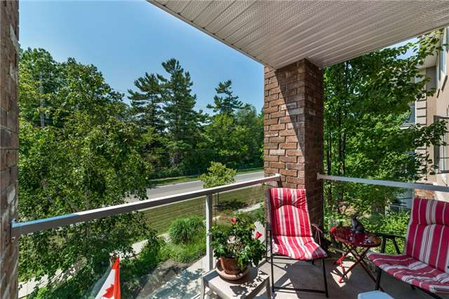 Condo Apartment at 39 Coulter St, Unit 13, Barrie, Ontario. Image 11
