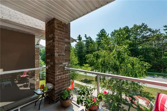 Condo Apartment at 39 Coulter St, Unit 13, Barrie, Ontario. Image 12
