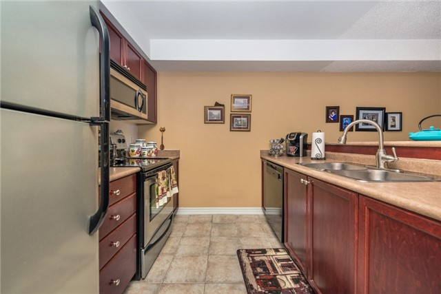 Condo Apartment at 39 Coulter St, Unit 13, Barrie, Ontario. Image 14