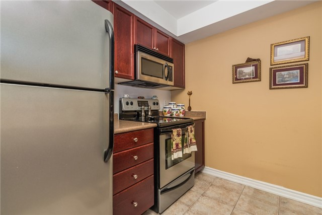 Condo Apartment at 39 Coulter St, Unit 13, Barrie, Ontario. Image 15