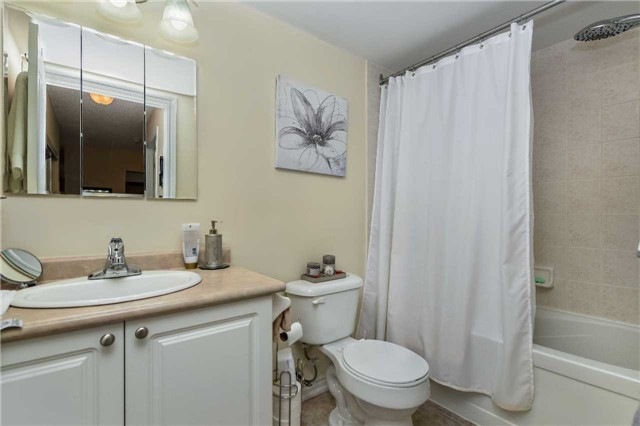 Condo Apartment at 39 Coulter St, Unit 13, Barrie, Ontario. Image 3