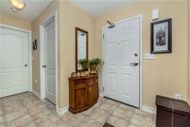 Condo Apartment at 39 Coulter St, Unit 13, Barrie, Ontario. Image 5