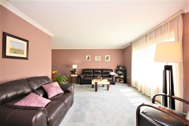 Detached at 27 Farmingdale Cres, Barrie, Ontario. Image 16