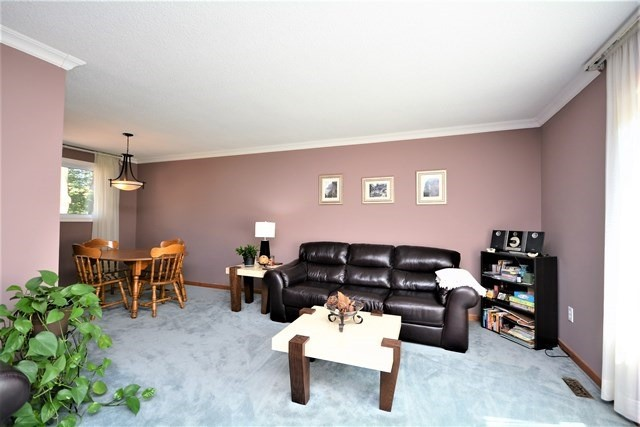 Detached at 27 Farmingdale Cres, Barrie, Ontario. Image 17
