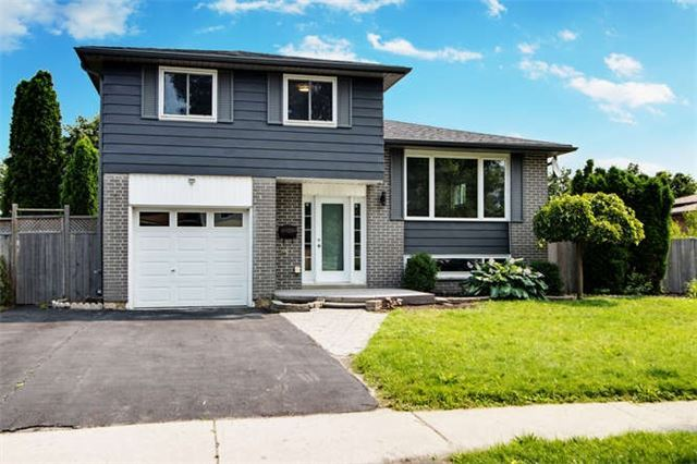 Detached at 7 Patricia Ave, Barrie, Ontario. Image 1