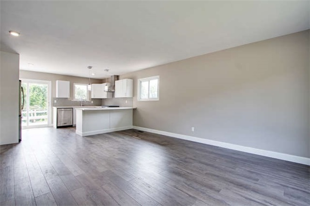 Detached at 7 Patricia Ave, Barrie, Ontario. Image 12