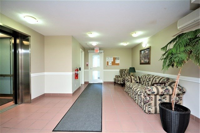 Condo Apartment at 49 Jacobs Terr, Unit 309, Barrie, Ontario. Image 9