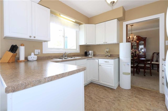 Detached at 41 Springhome Rd, Barrie, Ontario. Image 14