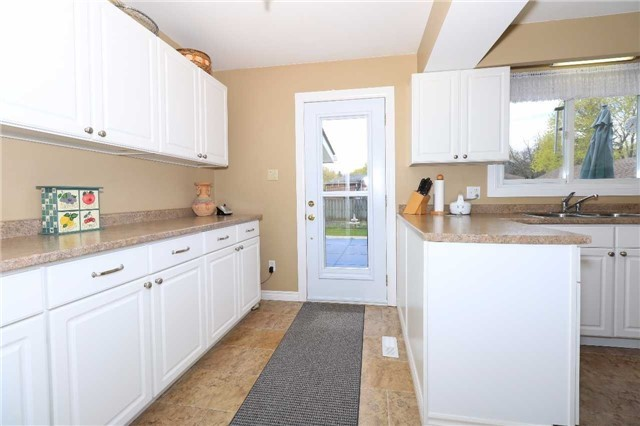 Detached at 41 Springhome Rd, Barrie, Ontario. Image 15