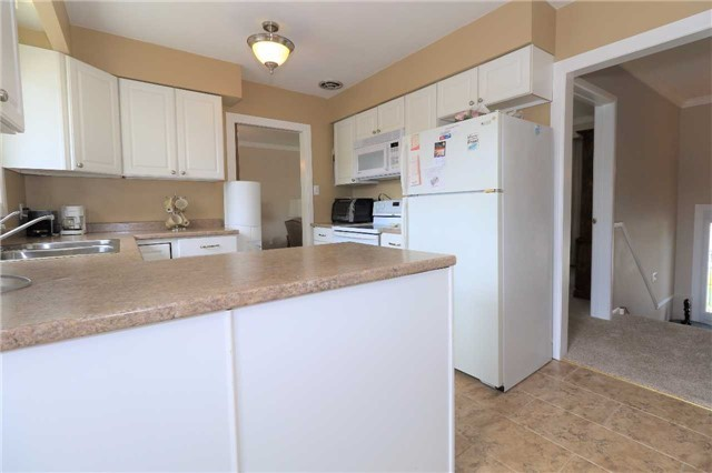 Detached at 41 Springhome Rd, Barrie, Ontario. Image 16