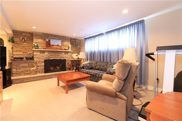 Detached at 41 Springhome Rd, Barrie, Ontario. Image 4