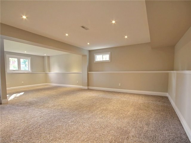 Detached at 96 Shakespeare Cres, Barrie, Ontario. Image 3
