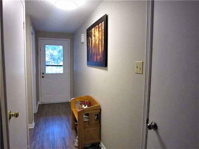 Condo Townhouse at 7 Pheasant Tr, Barrie, Ontario. Image 7