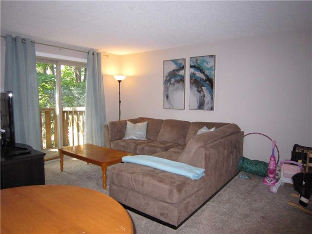Condo Townhouse at 7 Pheasant Tr, Barrie, Ontario. Image 10
