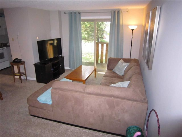 Condo Townhouse at 7 Pheasant Tr, Barrie, Ontario. Image 11