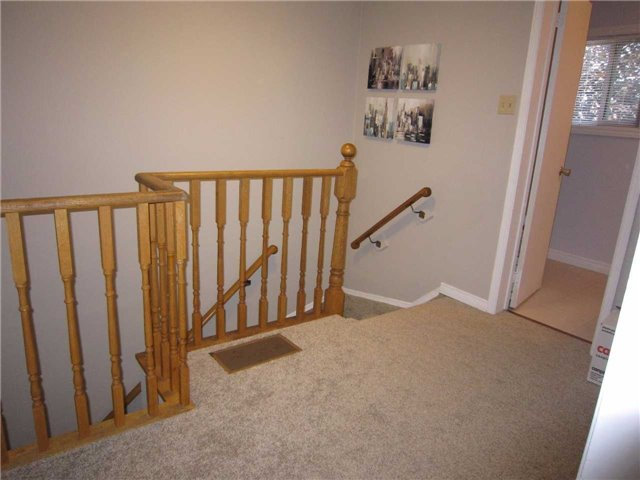 Condo Townhouse at 7 Pheasant Tr, Barrie, Ontario. Image 12