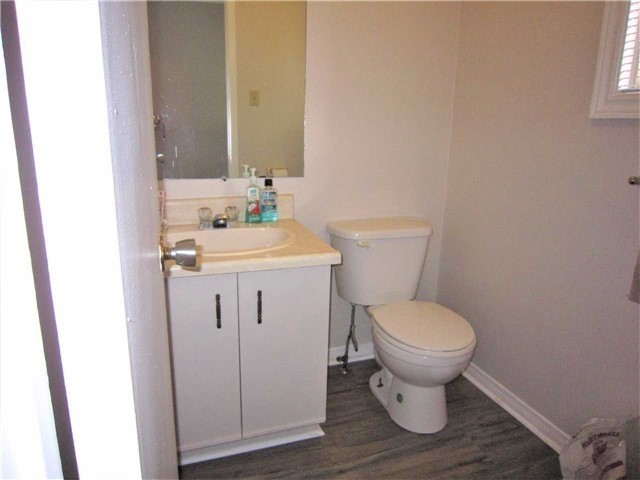 Condo Townhouse at 7 Pheasant Tr, Barrie, Ontario. Image 13