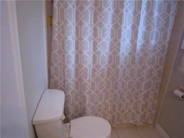 Condo Townhouse at 7 Pheasant Tr, Barrie, Ontario. Image 4