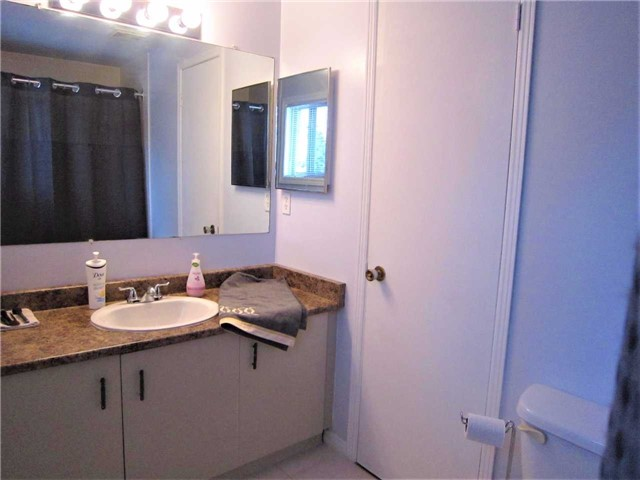 Condo Townhouse at 7 Pheasant Tr, Barrie, Ontario. Image 5