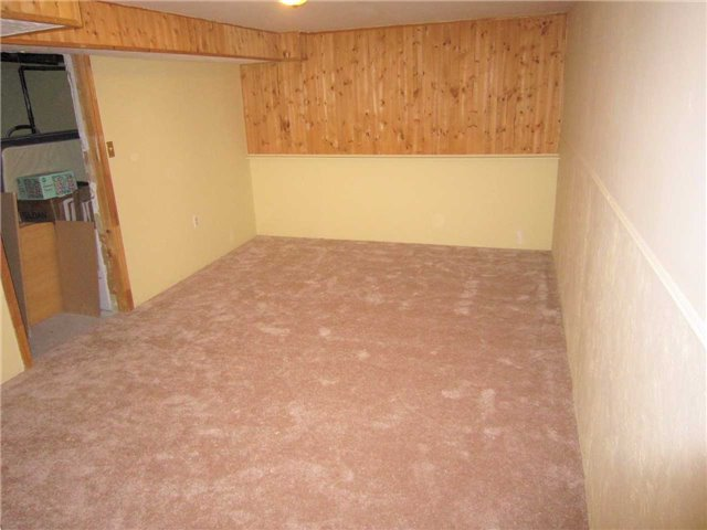 Condo Townhouse at 7 Pheasant Tr, Barrie, Ontario. Image 6