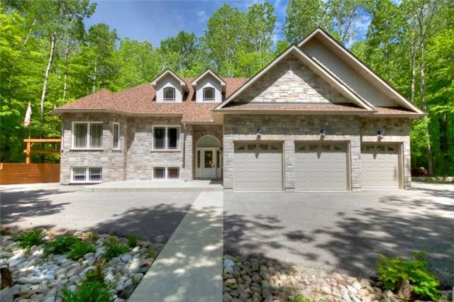 Detached at 32 Forest Circ, Tiny, Ontario. Image 1