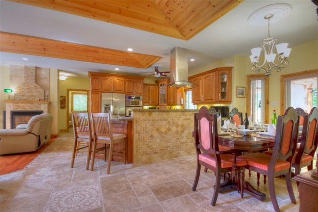 Detached at 32 Forest Circ, Tiny, Ontario. Image 9